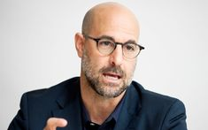 beard fashion Actor Stanley Tucci Talks Italy, Vodka, and The Hunger Games Bald Men With Beards, Bald With Beard, Bald Man With Glasses, Mens Glasses, Bald Men Style, Bald Look, Stanley Tucci, Abercrombie Men, Men Eyeglasses