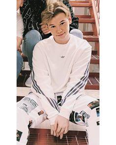 Cute Teenage Boys, Cute Boys, Love Twins, Dream Boyfriend, Aesthetic Eyes, Celebs, Celebrities, Great Friends, Hot Guys