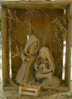 presepio em madeira, palha e tecido Mais