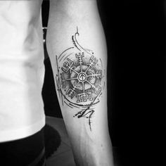 What does vegvisir tattoo mean? We have vegvisir tattoo ideas, designs, symbolism and we explain the meaning behind the tattoo. Viking Compass Tattoo, Compass Tattoo Design, Viking Tattoo Design, Tattoo Designs Men, Body Art Tattoos, New Tattoos, Tattoos For Guys, Viking Tattoos For Men, Woman Tattoos