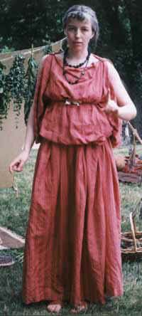 This is a picture of a stola  .    Source:http://www.legionxxiv.org/civilianclothing/stola.jpg