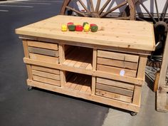 A counter height kitchen island or work station made out of reclaimed pallets !!!