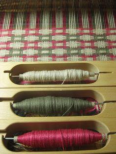 Deflected Doubleweave Weaving Tools, Tablet Weaving, Weaving Projects, Weaving Art, Loom Weaving, Hand Weaving, Fabric Weaving, Weaving Designs, Weaving Patterns