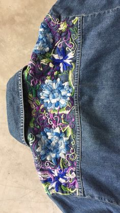 Hand Embroidery Videos, Diy Embroidery, Embroidery Stitches, Embroidery Designs, Embroidered Denim Jacket, Embellished Jeans, Embroidered Clothes, Denim Ideas, Denim Crafts