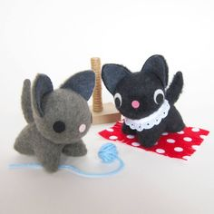 Tim of Fantastic Toys made these tiny kitties using my free Tiny Kitty pattern. So adorable.