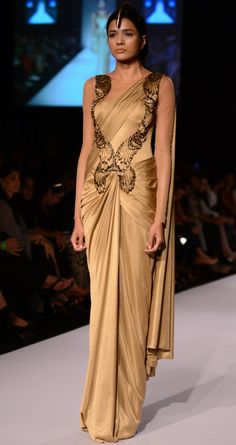 Amit Aggarwal created this Gold pre-draped saree for his Winter/Festive 2013 collection. However, avoid a pre-draped saree as it isn't versatile like a regular saree. Ask Urban Pari for pure Georgette Gold saree. Indian Wedding Outfits, Indian Outfits, Saree Gown, Saree Blouse, Sari Dress, Lehenga Choli, Indische Sarees, Drape Sarees, Look Short