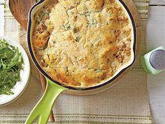 Lighten up your weeknight menu with Creamy Tex-Mex Cornbread Bake that uses ground turkey in this hearty casserole. Buttermilk Cornbread, Cornbread Mix, Low Fat Soups, Cooking Turkey, Crust Recipe, Creamed Mushrooms, Pot Pie, Tex Mex, Baking Recipes