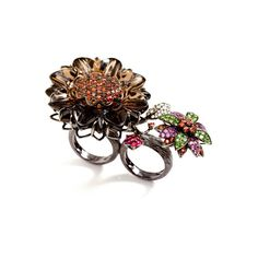 Bochic One-Of-A-Kind 18K Gold Multi-Jeweled Double Finger Flower Ring ($25,000) ❤ liked on Polyvore featuring jewelry, rings, leaf ring, gold leaf ring, flower ring, round diamond ring and gold rings