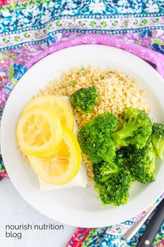 Instant Pot steamed white fish. Let your pressure cooker do all the work with this simple recipe. Make tilapia, cod, or halibut. #cod #instantpot #steamedfish Instant Pot Fish Recipe, Instant Pot Dinner Recipes, Supper Recipes, Steamed Tilapia, Fish Boil, Instant Pot Steam, White Fish Recipes, Boiled Food, Dinner Party Menu