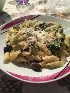 Mezze penne Nichel Free con zucchine e olive