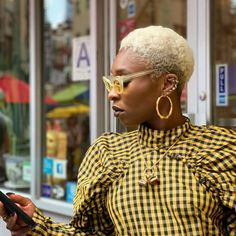 Cynthia Erivo Style: We always appreciate outfit co-ordination and Cynthia nails it by matching the hue of her sunglasses to that of her checked Rotate dress. Cynthia Erivo, Blonde Moments, Velvet Suit, Gucci Dress, Nyc, Bleach Blonde, Winter Hairstyles, New Hair Colors, Alexa Chung
