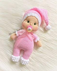 ok ssl olduum doyuduy . Minnolarma allk dayandramyorum canmm aaa bukadar da kokoluk olmaz (Aramzda kalsn aslnda o bi gz far) . Knitted Dolls, Crochet Dolls, Crochet Baby, Crochet Toys Patterns, Stuffed Toys Patterns, Baby Fairy, Crochet Gifts, Beautiful Crochet, Amigurumi Doll