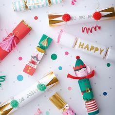 Santas Elves Christmas Crackers 6 Meri Meri by CrankyCakesShop #flatlay #flatlays #flatlayapp www.flat-lay.com