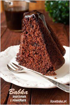 Chocolate bundt cake with plum jam (in Polish) Chocolate Pancakes, Chocolate Bundt Cake, Sweet Recipes, Cake Recipes, Dessert Recipes, Russian Cakes, Delicious Desserts, Yummy Food, Chocolate Belga