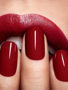2015 Color of the Year : Marsala & How to Use it in Your Home Red nails red lips/ Lábios e unhas vermelhos.Red nails red lips/ Lábios e unhas vermelhos. Cute Nails, Pretty Nails, Nailed It, Nail Polish Colors, Red Polish, Color Nails, Nail Colors 2017, Plum Nail Polish, All Things Beauty