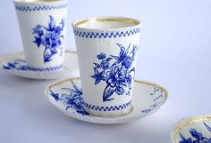 Paper tea cups. What a wonderful idea.
