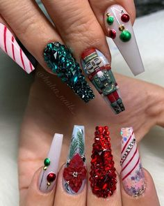49 Cool Christmas Nail Art Ideas Trending Right Now – Outfitcast – - Christmas nails Xmas Nail Art, Cute Christmas Nails, Holiday Nail Art, Xmas Nails, Christmas Bulbs, Christmas Colors, 3d Nail Art, Christmas Nail Art Designs, Halloween Nail Designs