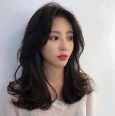 Korean Hair Dark Wedding Makeup - Trend Hair Makeup And Outfit 2019 Korean Hair Color Brown, Korean Hair Dye, Korean Medium Hair, Korean Short Hair, Short Hair With Bangs, Medium Hair Styles, Curly Hair Styles, Hair Bangs, Black Korean