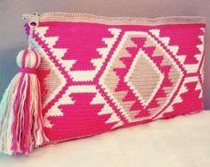 Bolso de mano en crochet estilo wayuu clutch by VientosurSantander