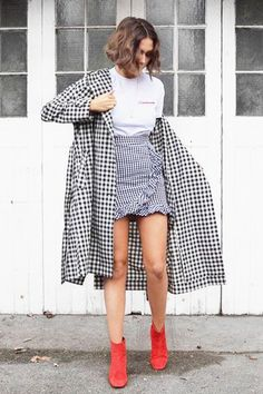 Burgundy Ankle Boats Outfit Cardigans 61 Ideas For 2019 Checkered Outfit, Checkered Skirt, Sophisticated Outfits, Elegant Outfit, Casual Skirt Outfits, Cool Outfits, Look Legging, Boating Outfit, Autumn Street Style
