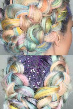 Les macarons, ces douceurs sucrées, s'affichent de la plus belle des manières dans les cheveux. Grâce aux colorations nacrées de Shelley Gregory!