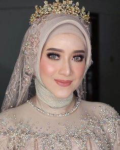 Lucky Hakim (@luckyhakim9) • Foto dan video Instagram Muslimah Wedding Dress, Muslim Wedding Dresses, Bridal Dresses, Bridal Hijab, Hijab Bride, Wedding Hijab Styles, Indonesian Wedding, Muslim Women Fashion, Bridal Makeup Looks