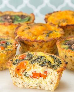 These Cauliflower Crust Egg Cups Are An Easy Grab-And-Go Breakfast(Low Carb Breakfast Phase High Protein Breakfast, Grab And Go Breakfast, Breakfast Muffins, Low Carb Recipes, Cooking Recipes, Ketogenic Recipes, Cauliflower Crust, Cauliflower Recipes, Egg Cups
