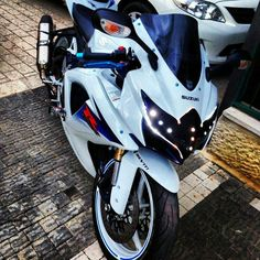Suzuki gsxr **thats what id have as my headlight!!