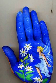 Russian musician and painter Svetlana Kolosova uses her own hand as her canvas and painted whimsical pictures inspired by fairy tales. Svetlana's work illustrates classic stories from Hans Christian Andersen tales like The Little Mermaid and The Little Match Girl to Russian folklore like The Snow Maiden.