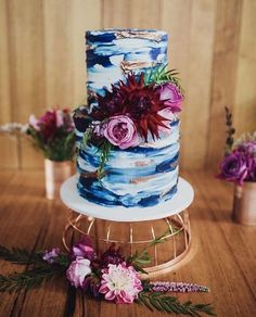 Marbled blue, white & gold with a pop of magenta hues. Gorgeous cake and color scheme!