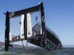 Se preparando para a disputa da Americas Cup em 2013, um catamarã de 22 m de comprimento que custou cerca de R$ 16 milhões ao Oracle Team, equipe que se preparava para a disputa da competição internacional de embarcações, tombou nesta terça-feira nos arredores de São Francisco, na Califórnia  Foto: AP