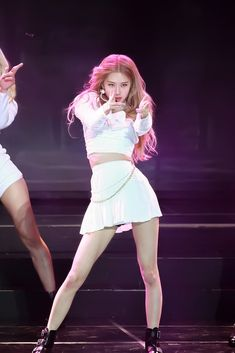 BLACKPINK-Rosé 190123 Gaon Chart Music Awards The clothing culture is quite old. Kpop Girl Groups, Kpop Girls, Blackpink Outfits, Blackpink Wallpaper, Foto Rose, Rose Icon, Black Pink Kpop, Black Pink Rose, Rose Park