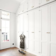Built In Cupboards Bedroom, Henley Homes, Scandi Living Room, Fitted Wardrobes, Luxury Closet, Compact Living, Built In Wardrobe, Facade House, Walk In Closet