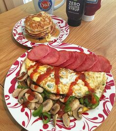 Rest day:  Giant omelette stuffed with mushrooms and peppers ketchup all the bacon medallions and a stack of low carb blueberry pancakes with butter and maple syrup.  Calories:739 Fat:26 Carbs27 Protein:96  Intermittent fasting??? Don't you miss Eating breakfast??? No not really.... #intermittentfasting #fasting #healthy #likeforlike #bodybuilding #nutrition #workout #leangains #iifym #ifitfitsyourmacros #fit #food #protein #yummy #diet #gymlife #eatclean #food #foodstagram #foodporn #yum…