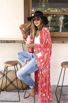 Search for printed long kimono at ASOS. Shop from over styles, including printed long kimono. Discover the latest women's and men's fashion online Boho Kimono, Kimono Fashion, Long Kimono Outfit, Floral Kimono, Kimono Style, Hippie Style, Bohemian Style, Bohemian Outfit, Style Outfits