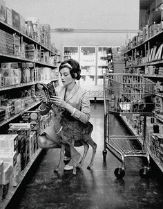 "History In Pictures on Twitter: ""Audrey Hepburn shopping with her pet deer, 1957. http://t.co/9vqY4VDkL1"""