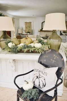Vintage Decor Ideas Simple farmhouse crate centerpiece from Liz Marie Galvan - Another take on simple fall decor. Liz Marie shares a simple fall crate centerpiece with pops of fall elements to fit any space.