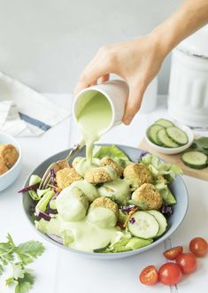 This recipe will leave even the hungriest lunch eaters satisfied. tender, baked falafel are wrapped in lettuce and loaded with a rainbow of vegetables, Whole Food Recipes, Diet Recipes, Vegetarian Recipes, Cooking Recipes, Healthy Recipes, Cooking Fish, Healthy Eats, Falafel Salad, Baked Falafel