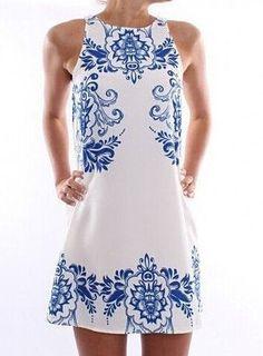VESTIDO ESTAMPA AZULEJO PORTUGUÊS - Vestido com estampa inspirada nos azulejos portugueses em poliéster com gola redonda, sem mangas. Fechamento com zíper na parte  de trás.   Ideal para o verão brasileiro!