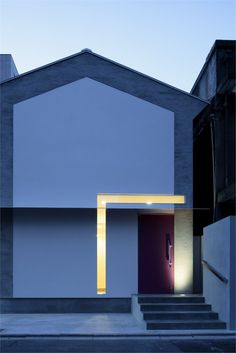 Architecture entrance Keyhole House Kyoto 2011 by Eastern design office . Keyhole House Kyoto 2011 by Eastern design office Architecture Résidentielle, Cabinet D Architecture, Japanese Architecture, Amazing Architecture, Contemporary Architecture, Design Case, Interior Exterior, House Design, House Styles
