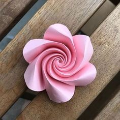 only paper magic involved. Follow @ekaterina.lukasheva . . . #origami #origamiart #origamiartist #origamilove #origamirose #origamiflower #paper #paperart #paperfold #paperfolding #papermagic #paperlove #paperaddict #ekaterinalukasheva #paperflowers #spiral #hexagonal #geometry #mathart #curved #curvedfolding