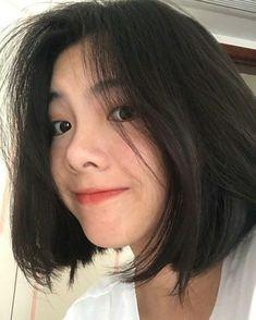 caption: Do you like me ? Ulzzang Short Hair, Korean Short Hair, Ulzzang Korean Girl, Cute Korean Girl, Girl Short Hair, Short Hair Cuts, Shot Hair Styles, Cute Girl Face, Uzzlang Girl