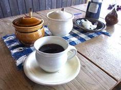 出西窯は工房の見学が自由にでき、心ゆくまで買い物ができる広い売店とその横には喫茶スペース。RIMG1440