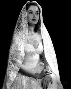 Actress Martha Vickers's portrait in her wedding gown. Gorgeous Vintage Wedding Dresses From A Different Era) Vintage Wedding Photos, Vintage Bridal, Vintage Wedding Gowns, Vintage Weddings, Vintage Glamour, Romantic Weddings, Unique Vintage, Look Gatsby, Jackie Collins