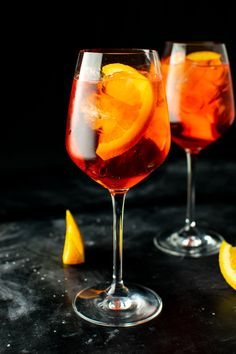 """The Aperol spritz is a refreshing concoction consisting of prosecco, Aperol, soda water, and an orange slice garnish. This cocktail is an """"apertivo"""" staple, which is essentially a 2 hour post-work cocktail hour with light dishes. Aperol Drinks, Mezcal Cocktails, Frozen Cocktails, Alcoholic Drinks, Aperol Soda, Drinks Alcohol, Italian Cocktails, Classic Cocktails, Mojito"""