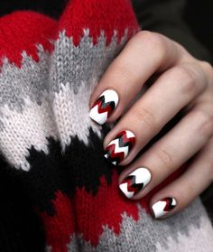 Zig Zag nail design in red and white