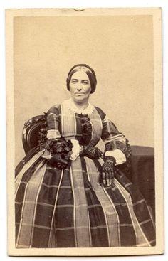 CDV CIVIL WAR ERA LADY IN A MOST UNUSUAL DRESS