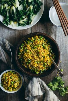 Burmese Fried Rice - a quick and healthy vegan fried rice with shallots, peas, and turmeric! by /healthynibs/