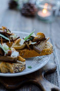 Crostini's met herfstpaddenstoelen, salie en knoflook - JoorKitchen