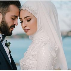 Aksesuar @nisanur_moda_aksesuar fotograf çekimi @dugunfotografcisigokhan Muslimah Wedding Dress, Muslim Wedding Dresses, Muslim Brides, Wedding Dress Sleeves, Muslim Couples, Dress Wedding, Bridal Poses, Wedding Poses, Wedding Couples
